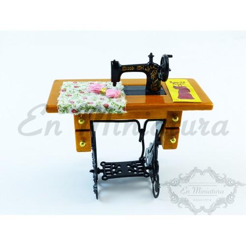 Máquina de coser en mesa