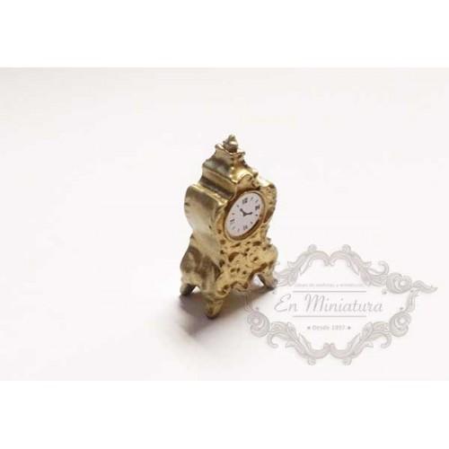 Reloj de mesa dorado