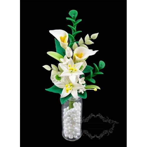 Jarrón de cristal con flores para jardines en miniatura