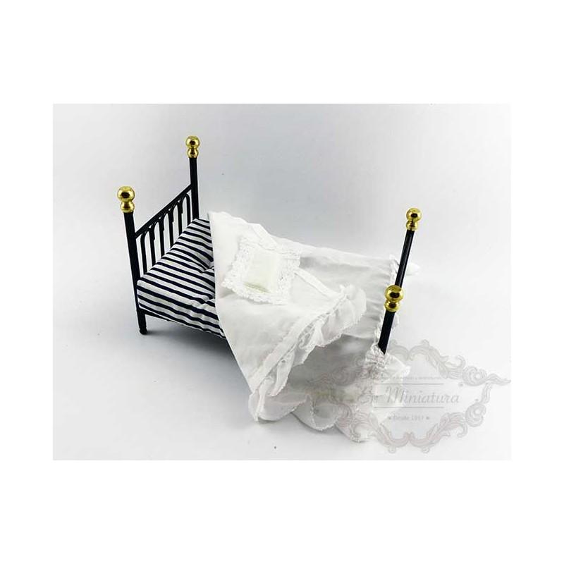Cast Iron, Single bed