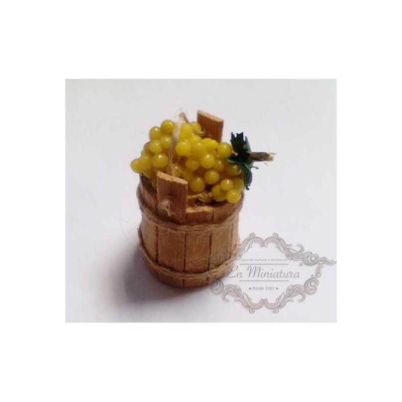 Cubo con uvas