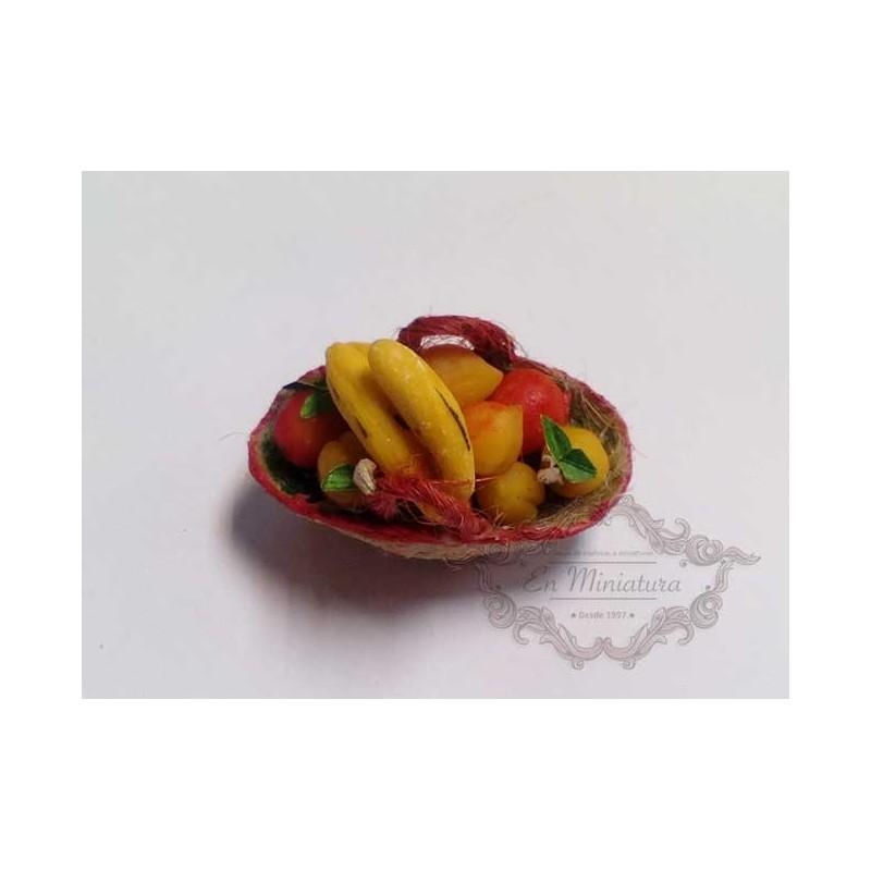 Cesta de frutas con plátanos
