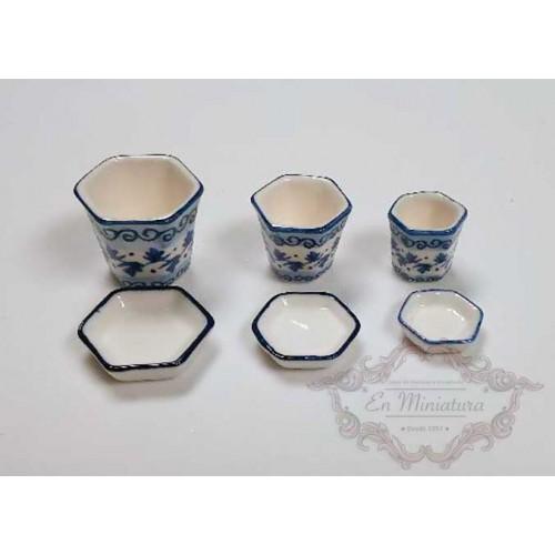 Juego de tres macetas de cerámica con plato
