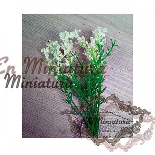 Rama de florecitas blancas