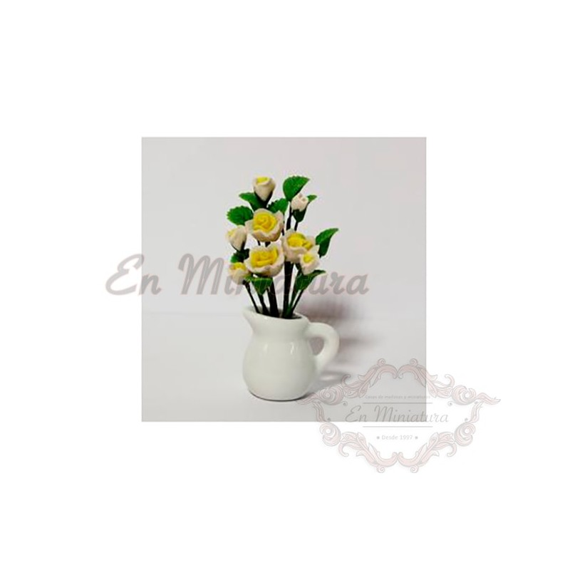 Jarrón blanco con flores