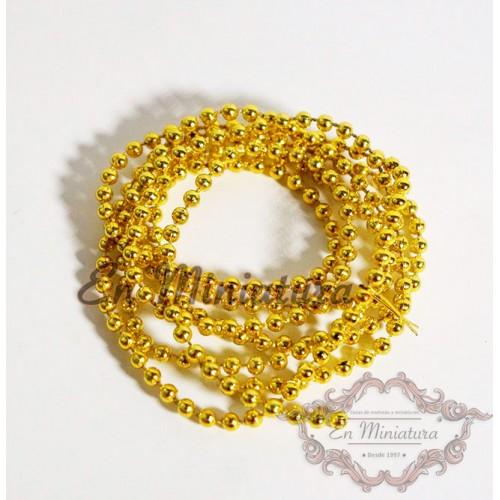 Cadena dorada de bolas