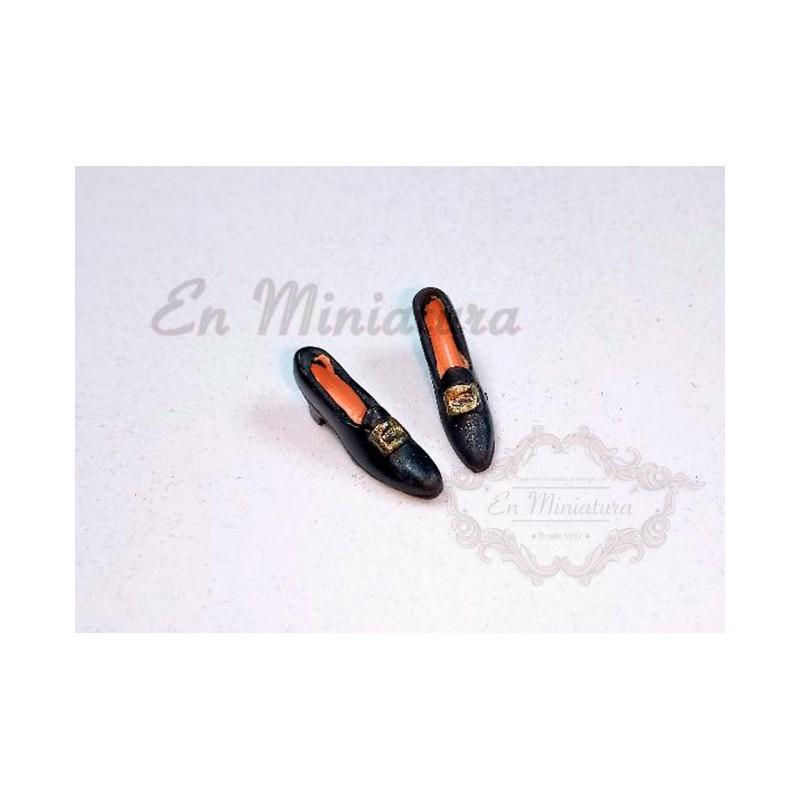 Zapato negro de mujer