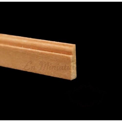 Skirting or baseboard molding