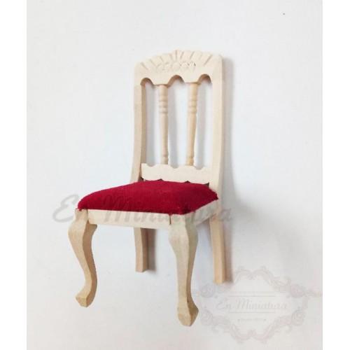 Silla de madera tallada
