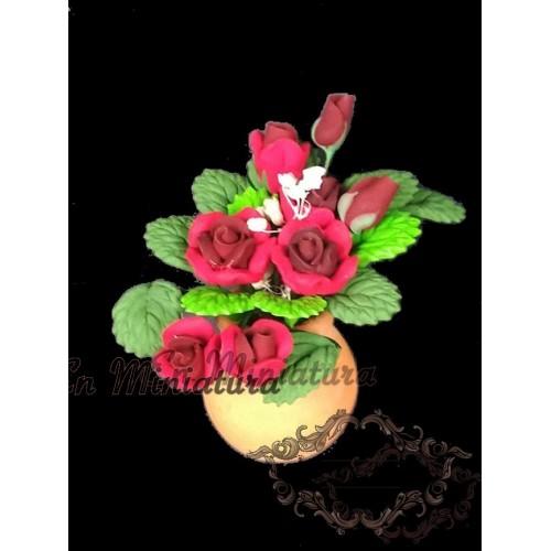 Maceta con rosas