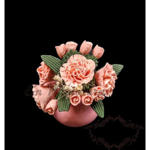 Jarrón de flores rosas