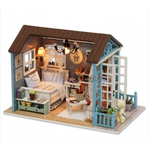 Dollhouse complete for riding, with light included