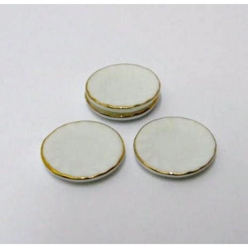 White porcelain dishes 6 units