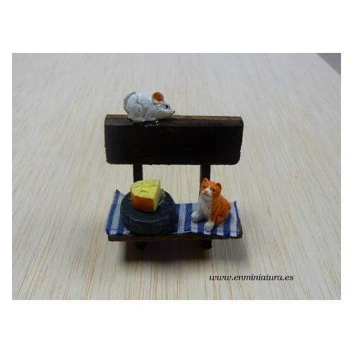 Banco con gato y ratón