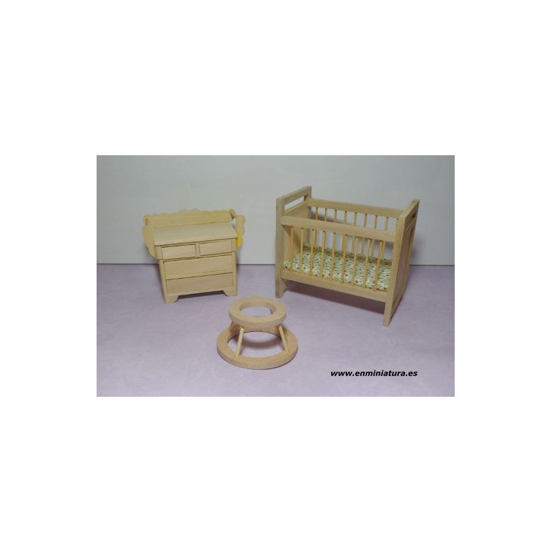 Comprar online Muebles bebé madera natural para casas de muñecas.