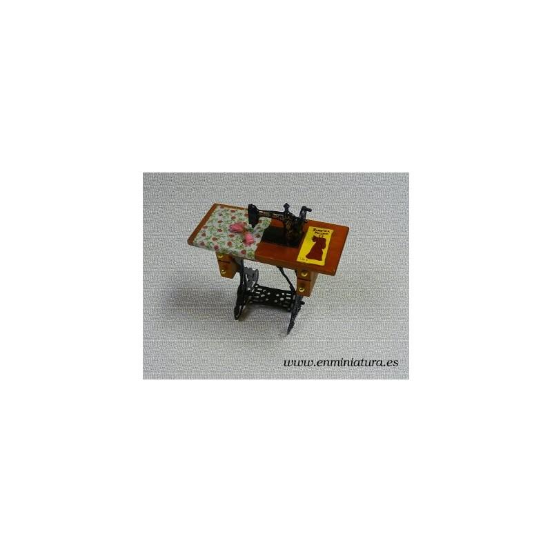 Maquina de coser en miniatura