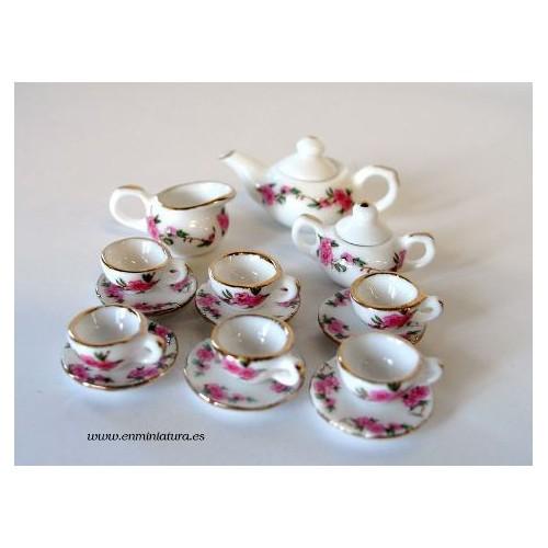 Juego de té en porcelana, flores rosas