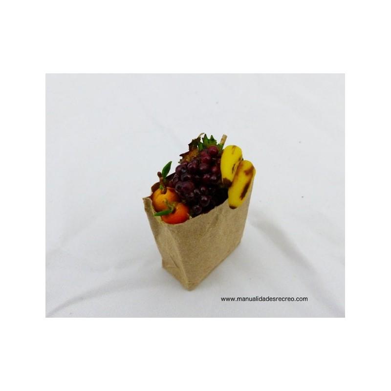 Bolsa de papel con surtido de frutas